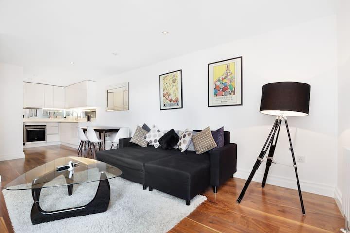 Victoria, Stylish & Modern 1 Bed Flat