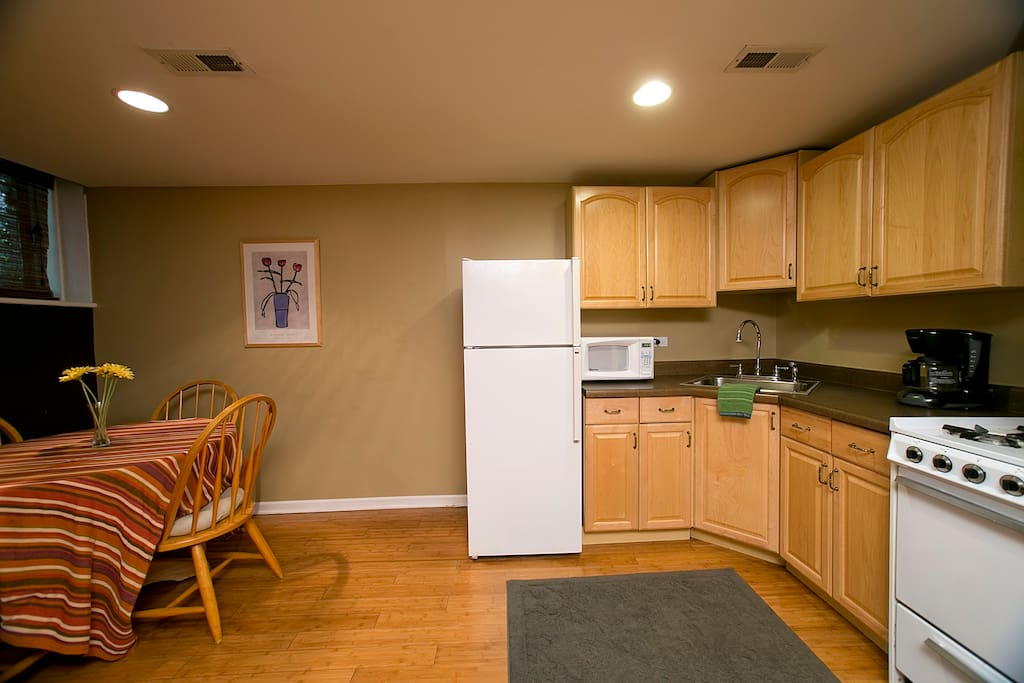 The Garden Studio Apartment with 2 Queen Beds and private eat-in kitchen