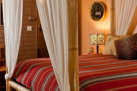 Romantic and historic ranch - Out of Africa (room) - Nogales - Gistiheimili