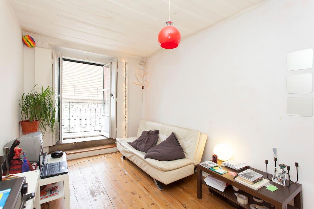 lissabon wohnung im zentrum wohnungen zur miete in lissabon lissabon portugal. Black Bedroom Furniture Sets. Home Design Ideas