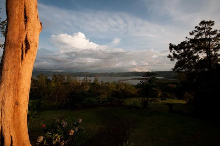 Mystical Paradise on Lake Arenal - Piedras - Hus