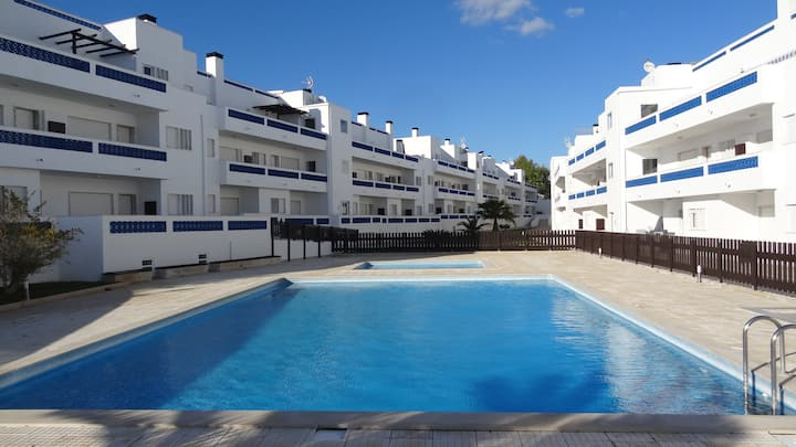 Apartment with Pool, Wifi & Air Con in Santa Luzia