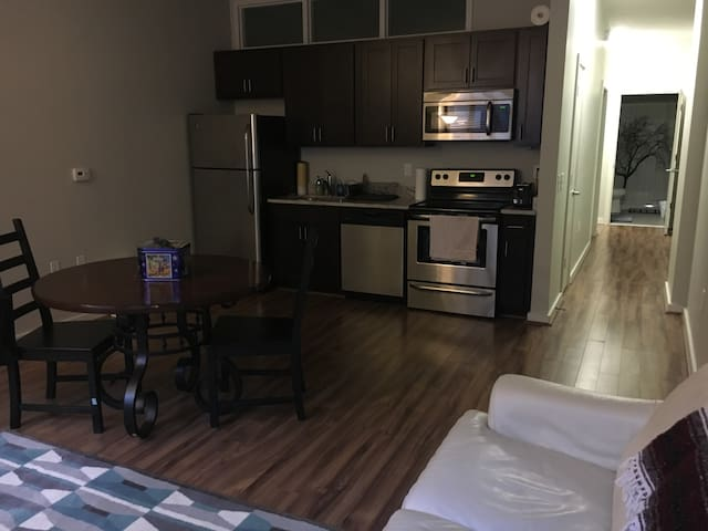 Whole Apartment in Luxury High-rise - Baltimore - Apartment