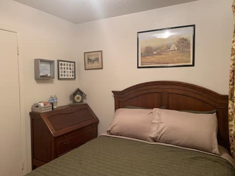 A small cozy room close to DFW airport.