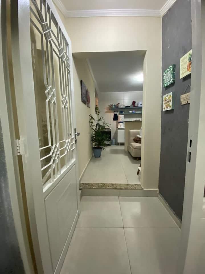Casa aconchegante e confortavel. Term.João Dias