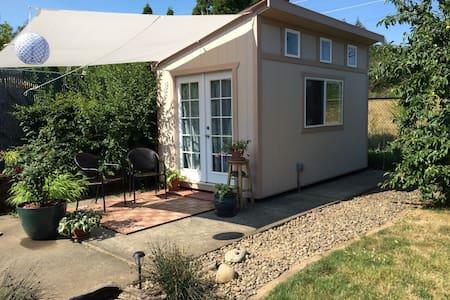 NEW! Private, cozy, garden studio - Fairview