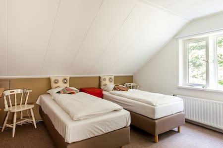Landhuis kamer 1, Bergen op Zoom  - Hoogerheide - Wikt i opierunek