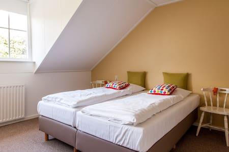 Landhuis kamer 4, Bergen op Zoom - Bed & Breakfast