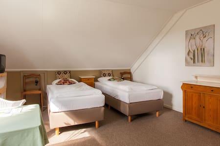 Landhuis kamer 5, Bergen op Zoom - Hoogerheide - Wikt i opierunek