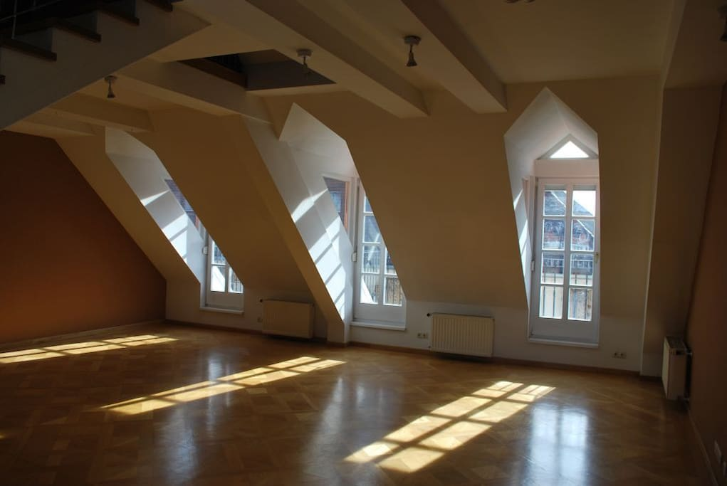 Conference Room: Windows facing Hans-Sachs-Gasse, each one of them with a little balcony