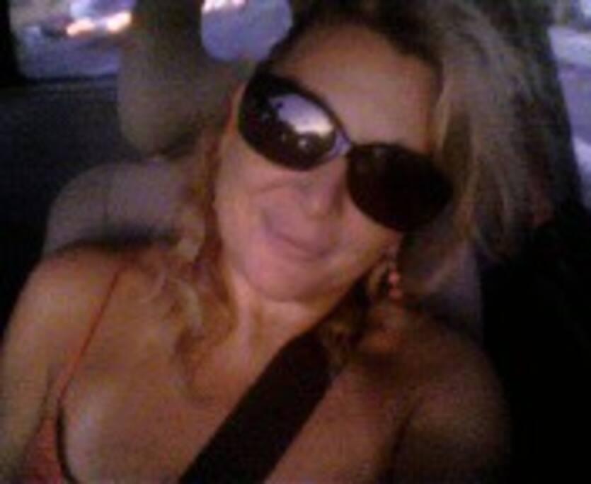 Questa sono io... in macchina, cintura di sicurezza... :))