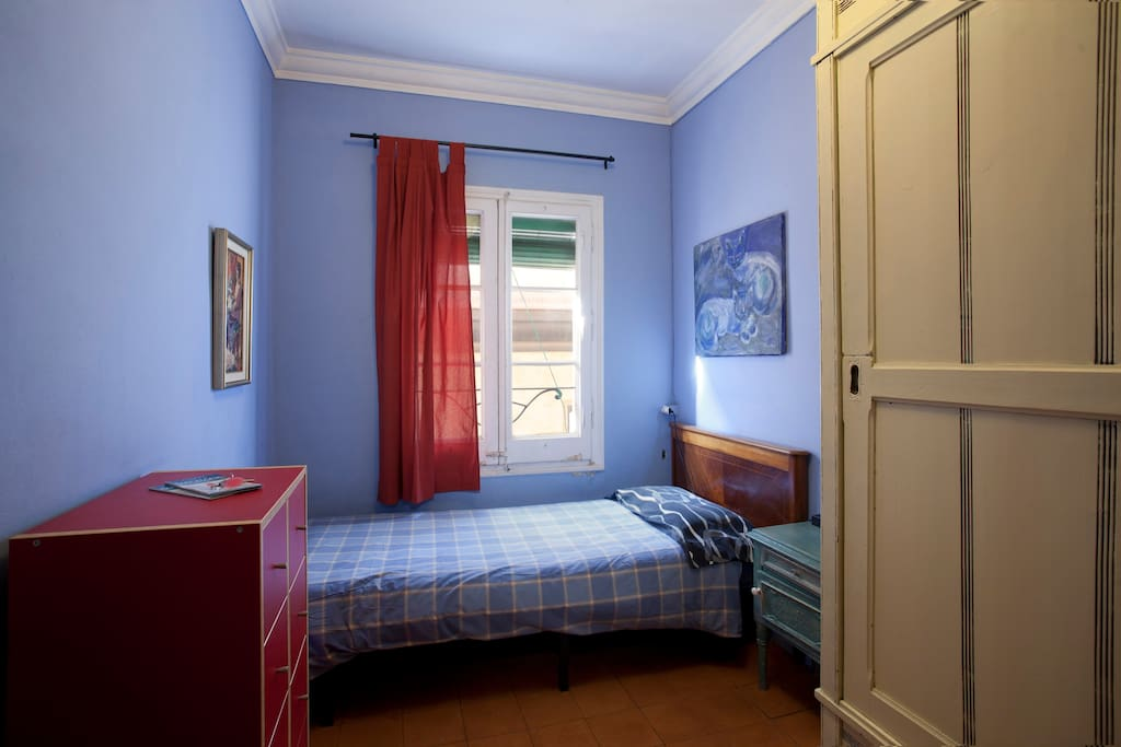 This is the single bedroom