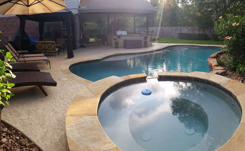 Beautiful Vacation Home with heated Pool & Spa - Katy - Maison