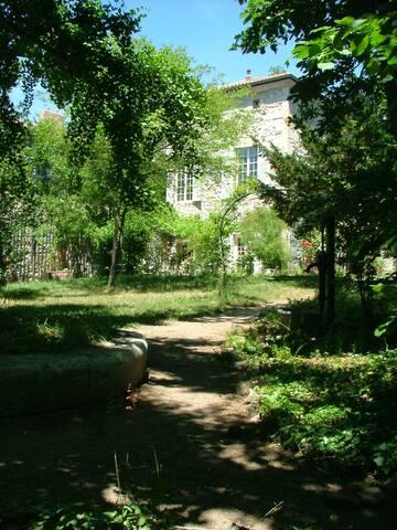 chambres la maison des chartreux,  - Brives-Charensac - Bed & Breakfast