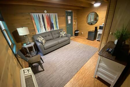 Newly Renovated Cabin! 3 Miles from Downtown.
