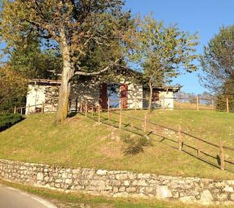 Accogliente cascina panoramicissima - Grone - ที่พักพร้อมอาหารเช้า