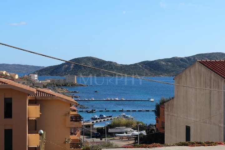 Leli - Apartment in a three-family villa with garden overlooking the sea