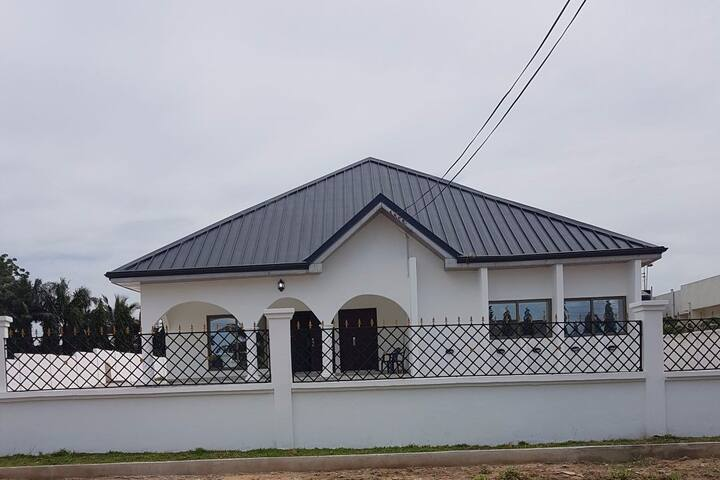 NANA'S HOLIDAYLET &GUEST HOUSE
