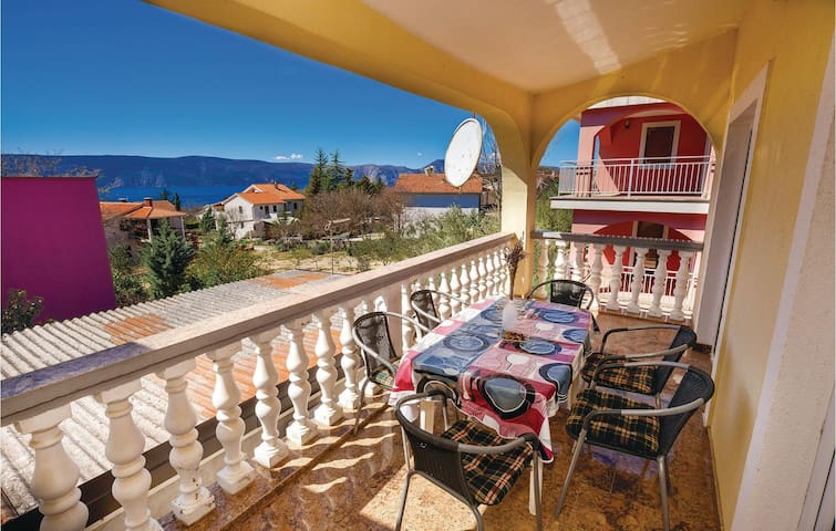 Holiday apartment with 2 bedrooms on 64m² in Pinezici