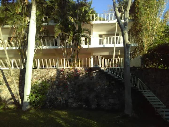 Casa Bambú Tequesquitengo