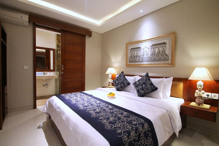 Deluxe Room 2 in the heart of Ubud (NARADA HOUSE)