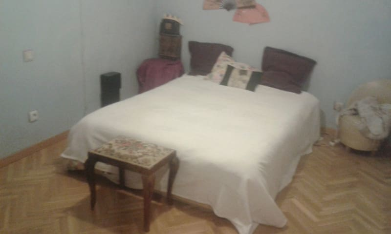 Private room with bathroom - Pozuelo de Alarcón - Appartement
