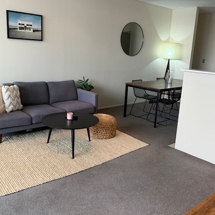 Stylish & comfortable close to the airport & city