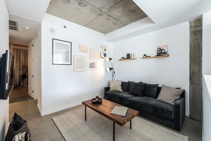 Stunning European Loft steps from the Old Port!