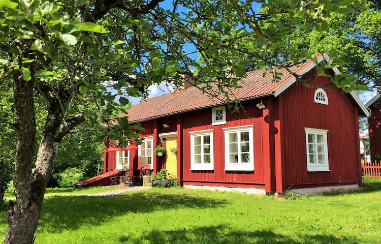 Countryhouse, 10 min to Örebro City free parkering