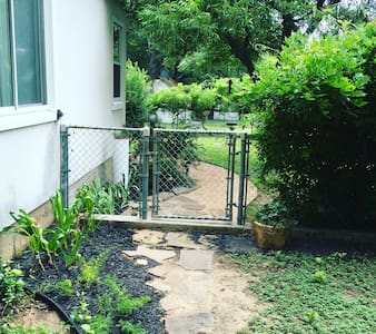 Western Garden Oasis - River Oaks - Haus