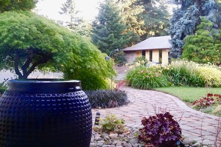Seperate entry, private suite near highway 217 - Tigard