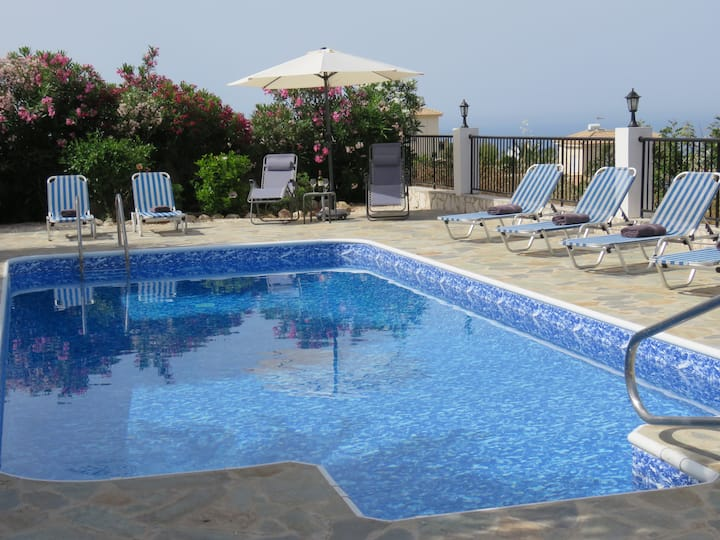 Luxury Villa with stunning views and heated pool*