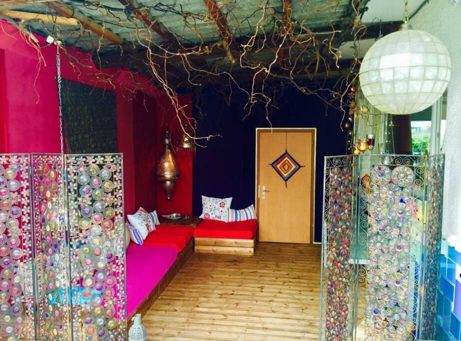 Einladende marrokanische Lounge zur Mitbenutzung