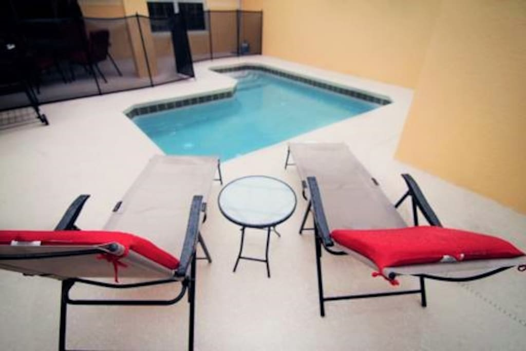 Private pool to enjoy the incredible Florida's weather with your family!!