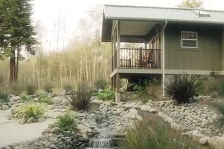 The Honeymoon Suite: Cottage In The CA Redwoods - 特立尼达岛 - 小木屋