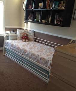 Comfy Room in Beautiful Ancaster! - Maison