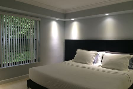 Nice, clean, quiet, king size bed - Miami - Bed & Breakfast