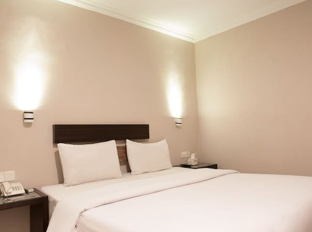 Room with Complimentary Breakfast near Harbour Bay