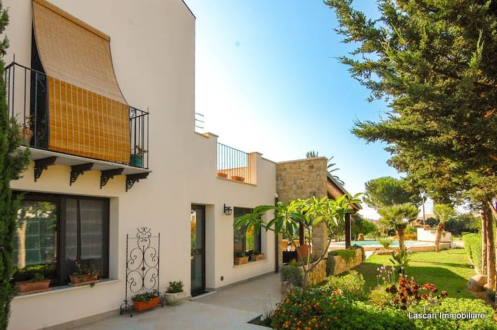 VILLA in THE LAP OF LUXURY. RELAX in private pool - Solfarelli - Vila