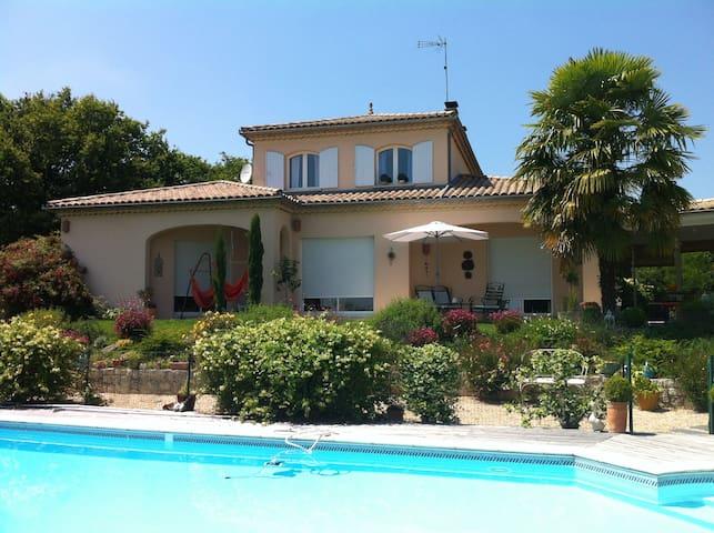 Belle maison de 150 m2 pour 4/5 per - Coutras - Huis
