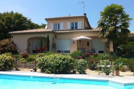 Belle maison de 150 m2 pour 4/5 per - Coutras - Casa