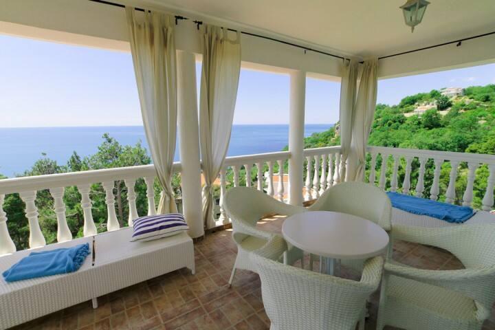 Luxury Sea View 5-Bedroom Villa with Bar