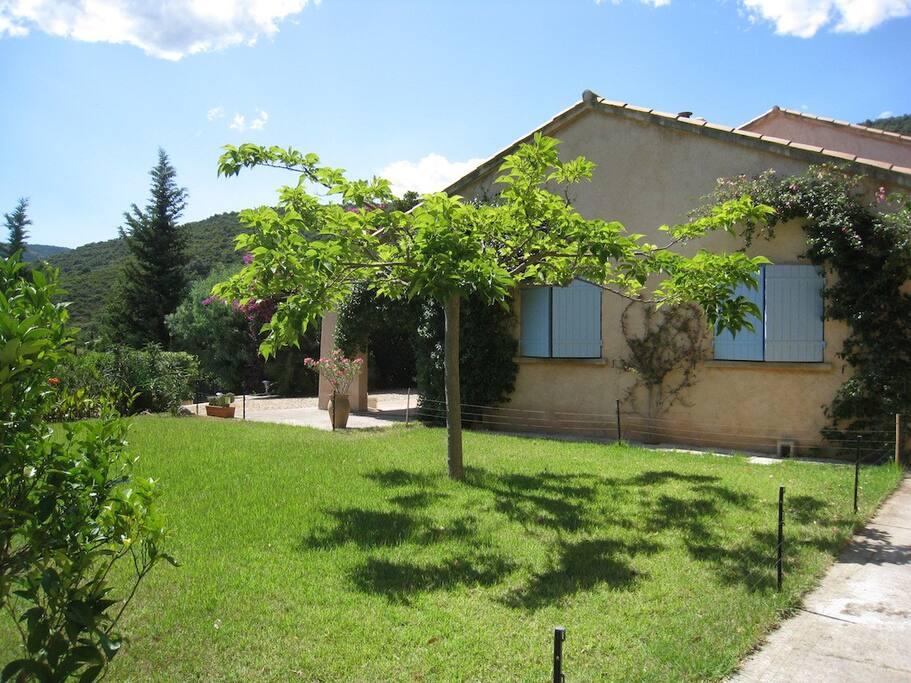 Villa 4 chambres avec piscine locations saisonni res for Garage volkswagen croix valmer