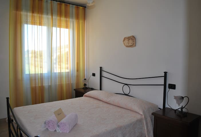 Camera Rosa in B&B LA FONTE - Collecorvino - 家庭式旅館