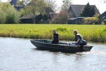 Vanuit onze cottage kun je mooie tripjes maken met het bootje.
