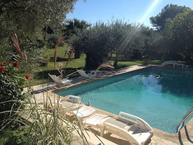Villa avec piscine en pays d'Aix - Ventabren - House