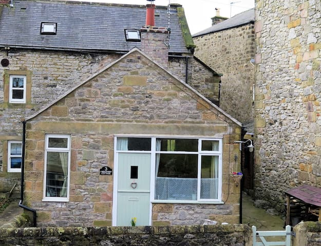 A cosy cottage for two in the Derbyshire Dales. - Wensley