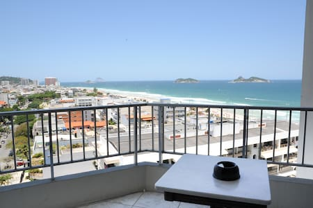 Located in Barra da Tijuca Beach With spacious balcony with great views of the sea and the mountain. Gym, Swimming Pool , Bar , Laundry, Parking Air -cooled , Wi -fi , cable TV , microwave, kettle, iron , dryer , beach chairs .