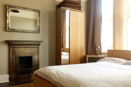 Double room [nº3] in large 4 bed house - Liverpool - Dům