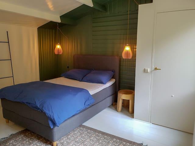 Slaapkamer 1 (met badkamer)